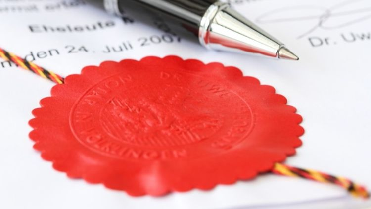 notary seal with pen